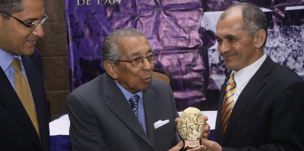 Muere el destacado periodista panameño Cristóbal Sarmiento