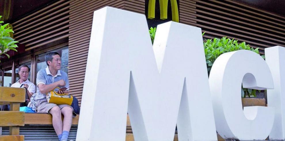 Comensales de McDonald's se cambian a rivales