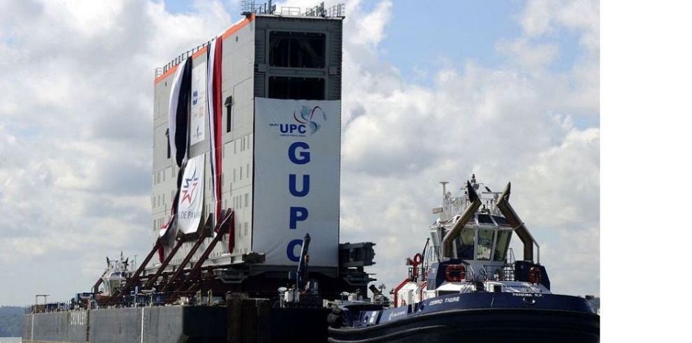 Trasladan primera compuerta del Atlántico al Pacífico