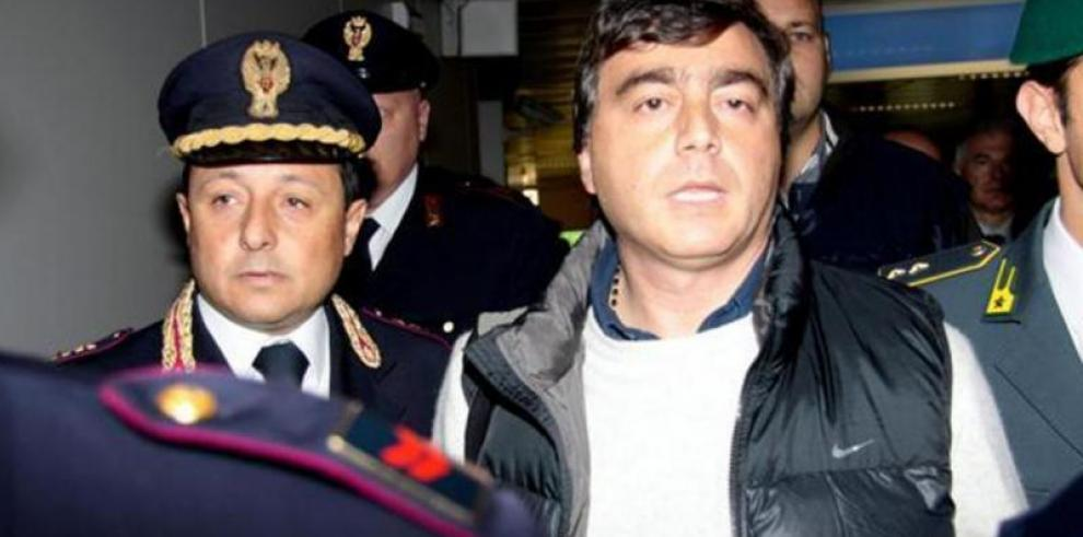 Lavítola pacta una pena de 11 meses por corrupción internacional