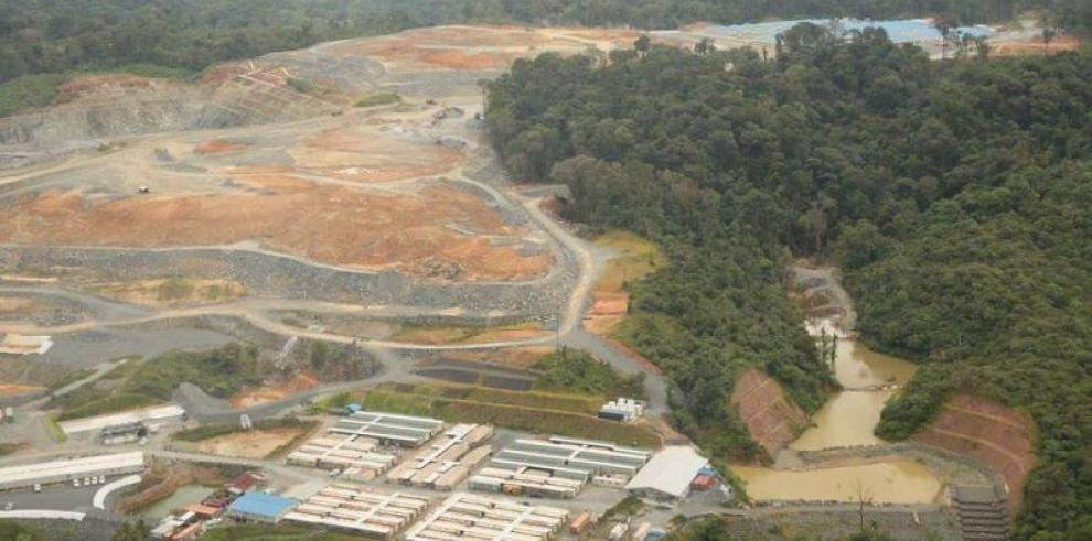 Ministro Arrocha realiza inspección en proyectos mineros cobre y oro