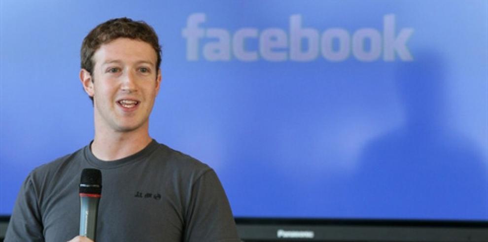 Fundador de Facebook busca adeptos en China hablando en mandarín