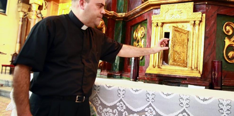 Roban 'Santísimo' en la iglesia de La Merced