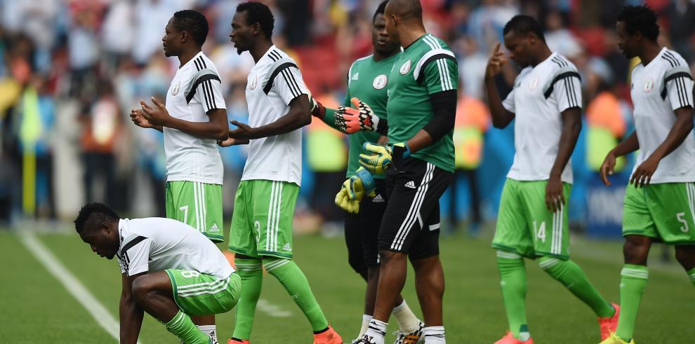 Argentina le gana a Nigeria 3-2 y lidera el grupo F