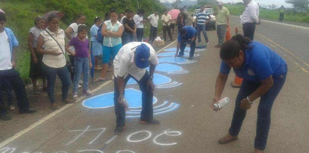 Corazones azules para recordar a las víctimas de accidente en La Mesa