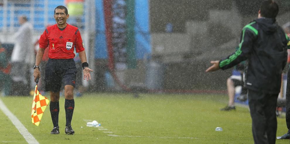 FIFA sustituye al árbitro asistente Humberto Clavijo por sus errores