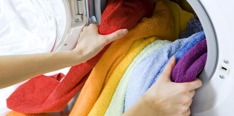 Niños colorean lavanderías