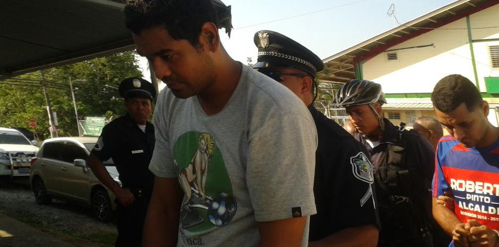 Les formulan cargos a tres detenidos