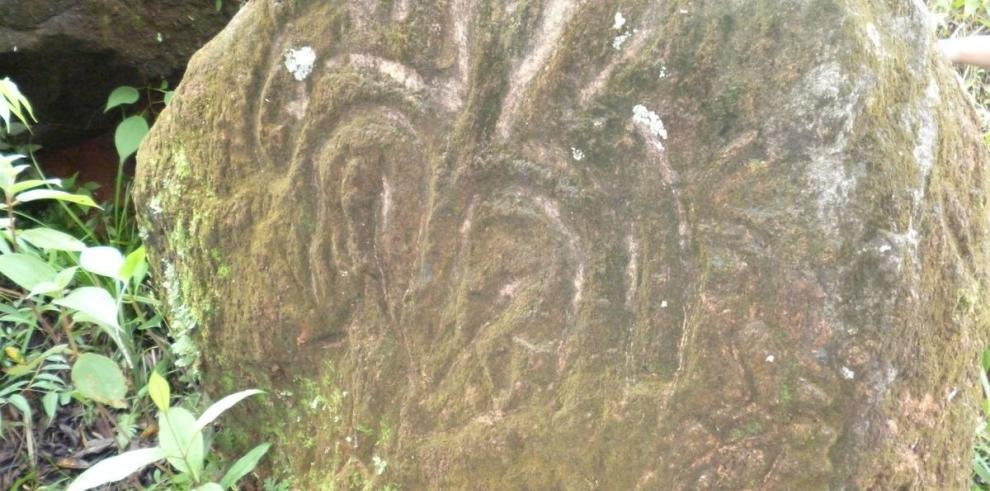 En busca de los petroglifos de El Montuoso