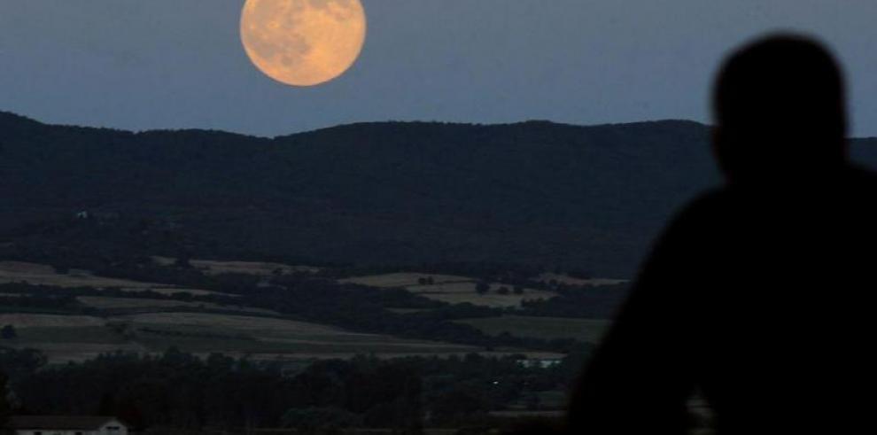 """La tercera y última """"superluna"""" de 2014 se verá este martes"""