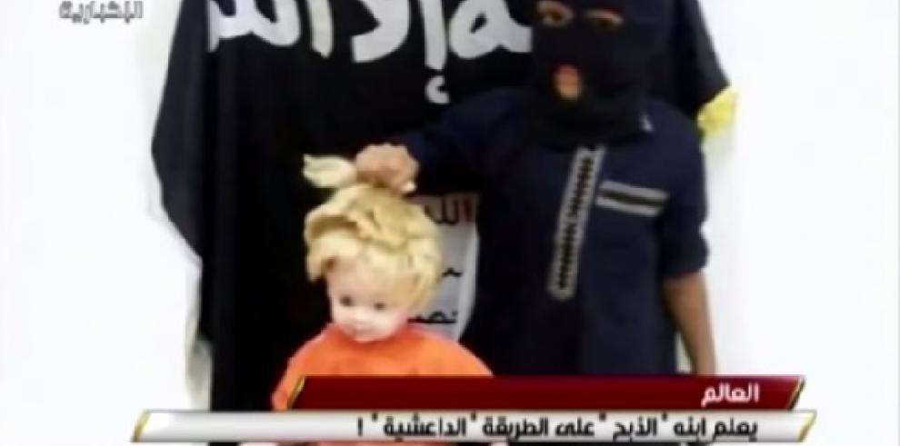 Yihadistas enseñan a niños a realizar decapitaciones con muñecas