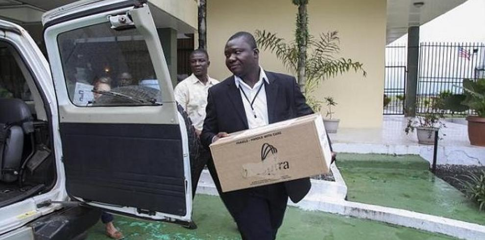 Llega a Liberia el suero experimental para tratar a infectados de Ébola