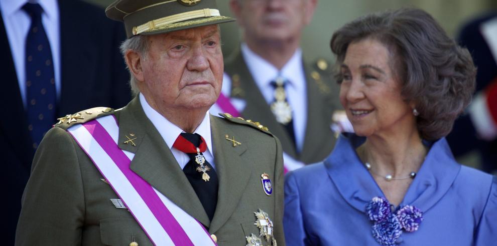 Juan Carlos I y Sofía mantendrán el título de reyes tras la abdicación