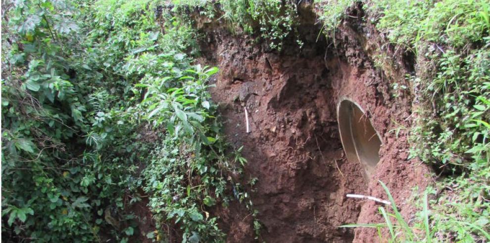 Colapso de alcantarilla pone en peligro a moradores de Dos Veredas de Arraiján