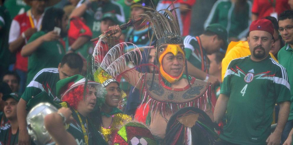 México logra victoria 1-0 ante Camerún en su debut en Brasil 2014