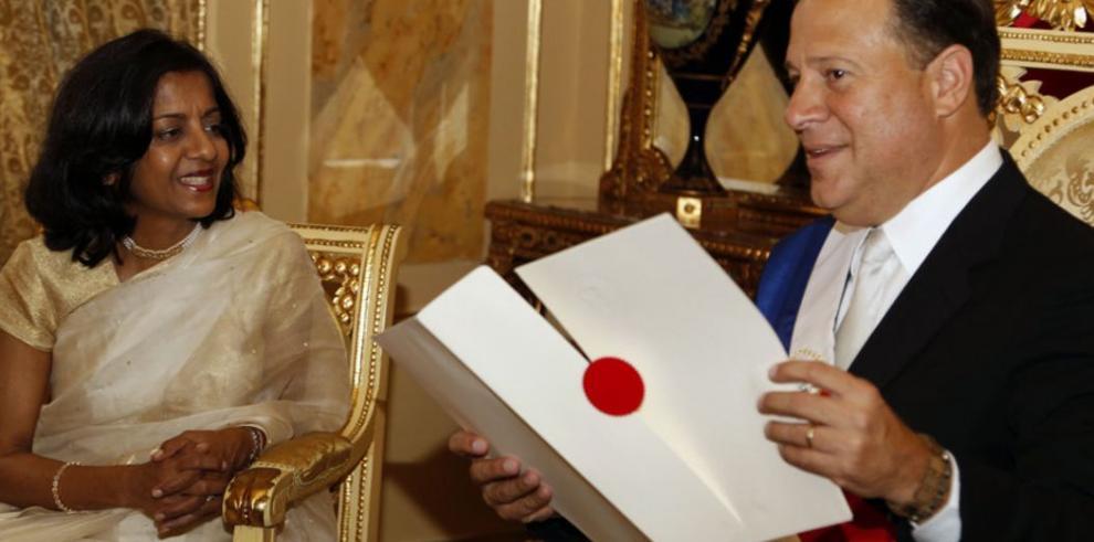 Diplomáticos entregan credenciales a Varela