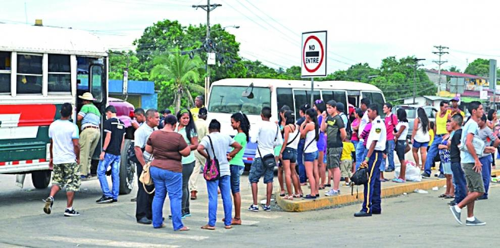 Los buses piratas circularán con permisos del Tránsito
