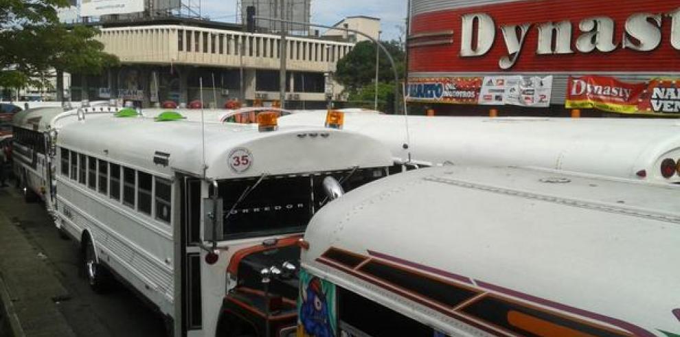 Transportistas cierran vía en la Asamblea Nacional