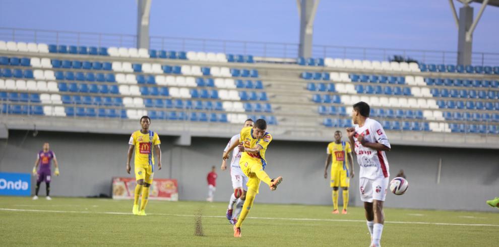 Alajuelense de Costa Rica derrota 1-0 al Chorrillo de Panamá