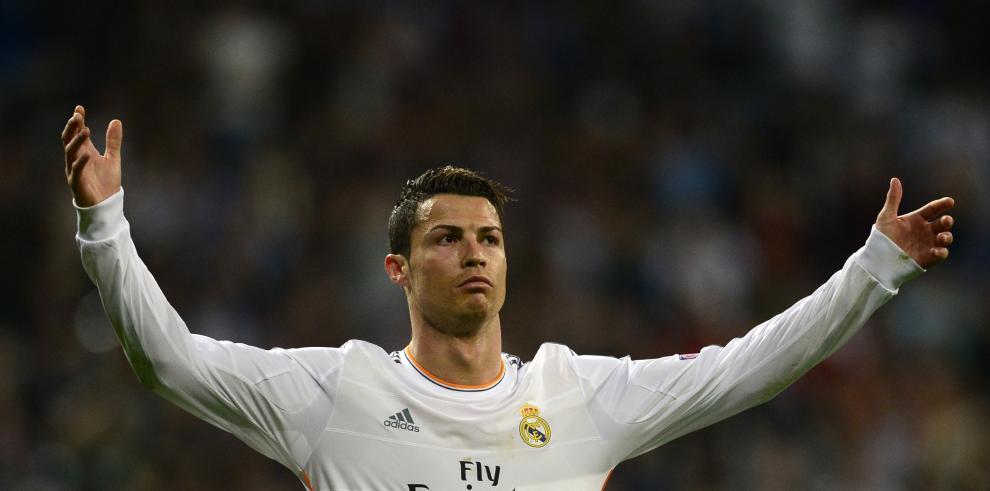 Cristiano anota doblete y Madrid clasifica a cuartos de Champions League