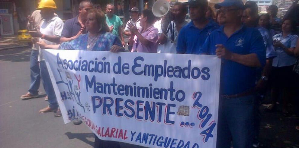 Trabajadores administrativos del Santo Tomás exigen pagos de horas extras
