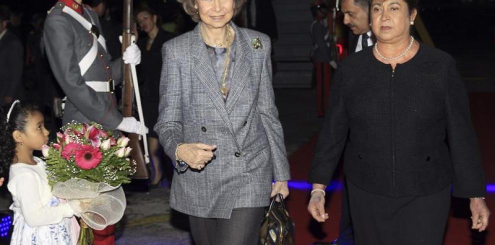 Reina Sofía llegó a Guatemala con 800 kilos de medicinas para niños