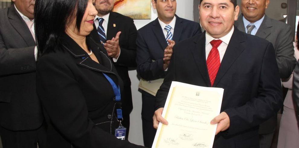 Diputado De León pide convocar a Gran Constituyente