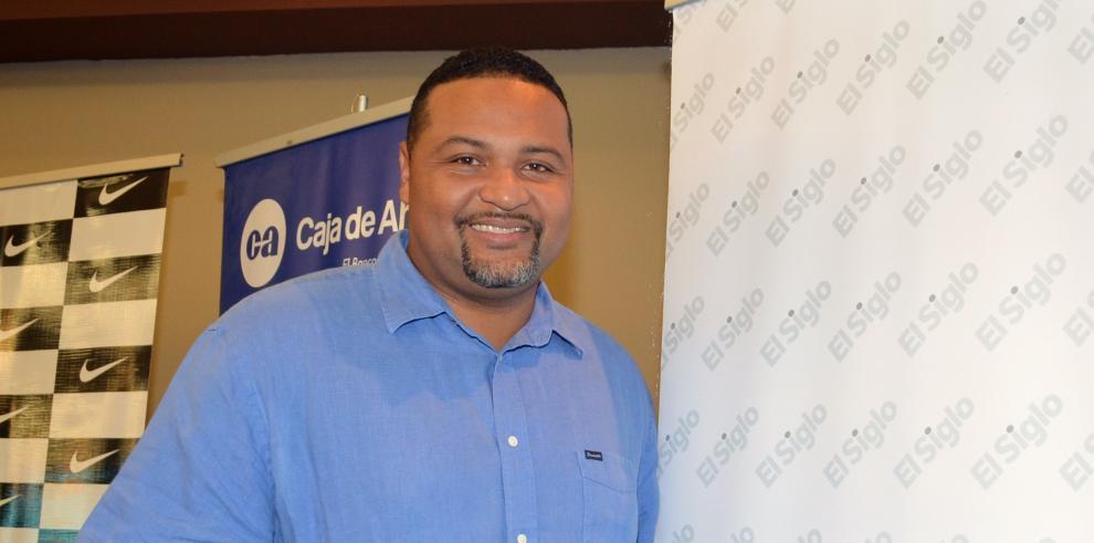 """""""A mí nadie me ha dado nada, tengo que invertir de mi dinero"""": Carlos Lee"""
