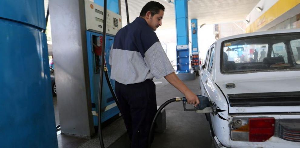 Egipto sube 78% precio del combustible