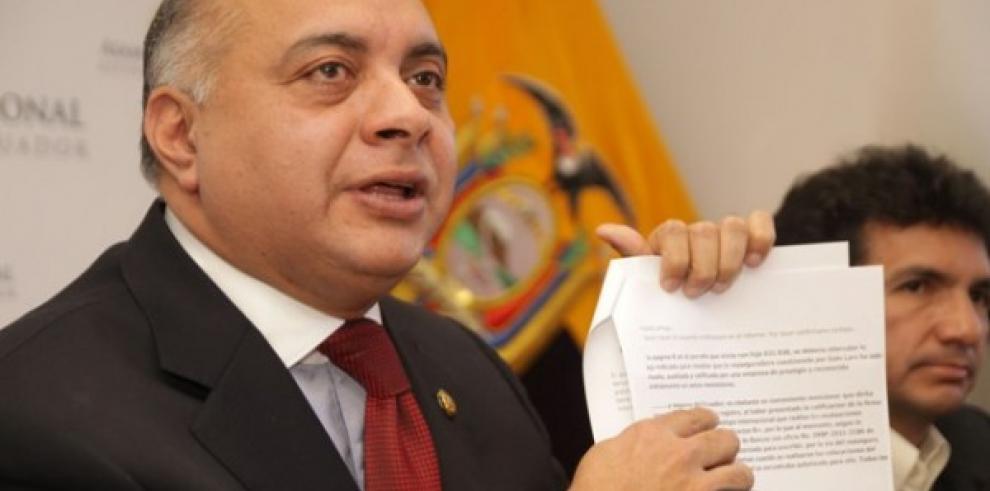 Ministro ecuatoriano celebra revocación de asilo a Galo Lara