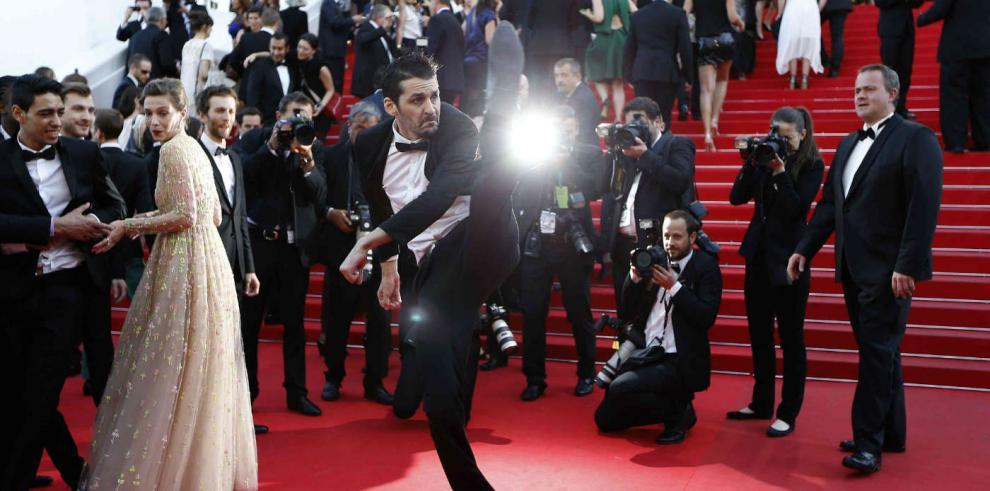 Artistas en Festival de Cannes fuera de protocolo