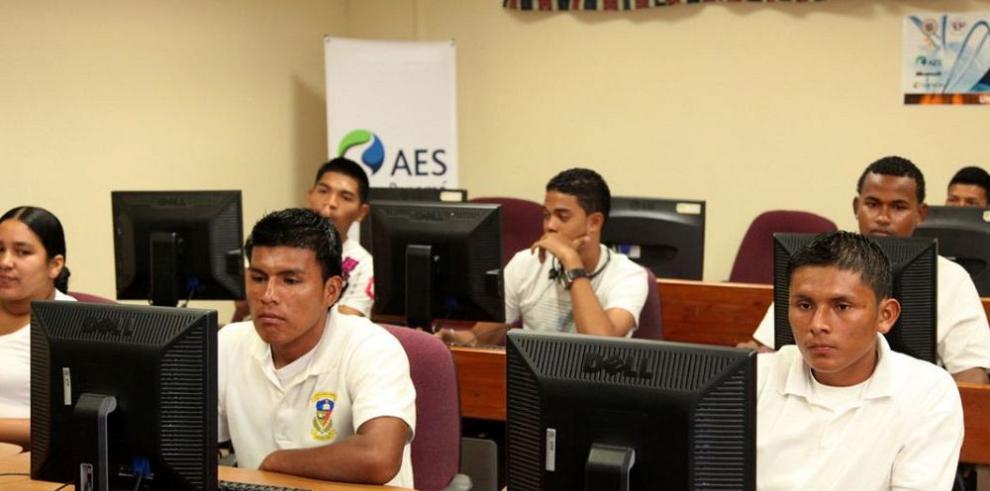 AES certifica a 50 jóvenes bocatoreños