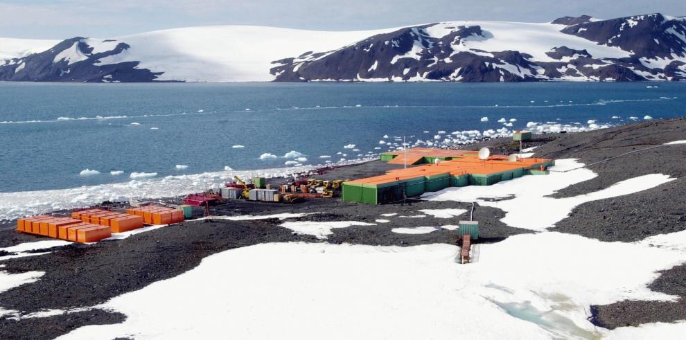 Avión brasileño se accidenta al aterrizar en la Antártida, sin víctimas