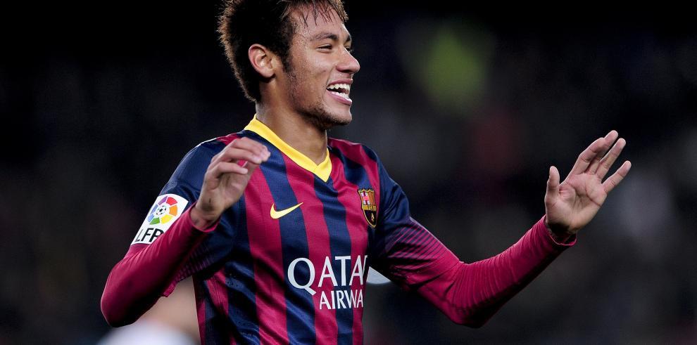 Neymar Jr. fue multado por firmar autógrafos