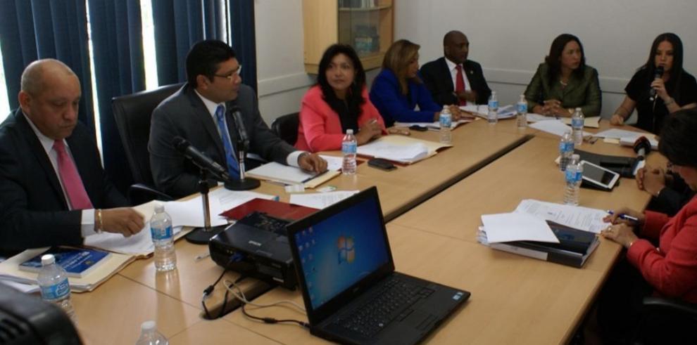 Zulay Rodríguez propone bajar el impuesto del inmueble