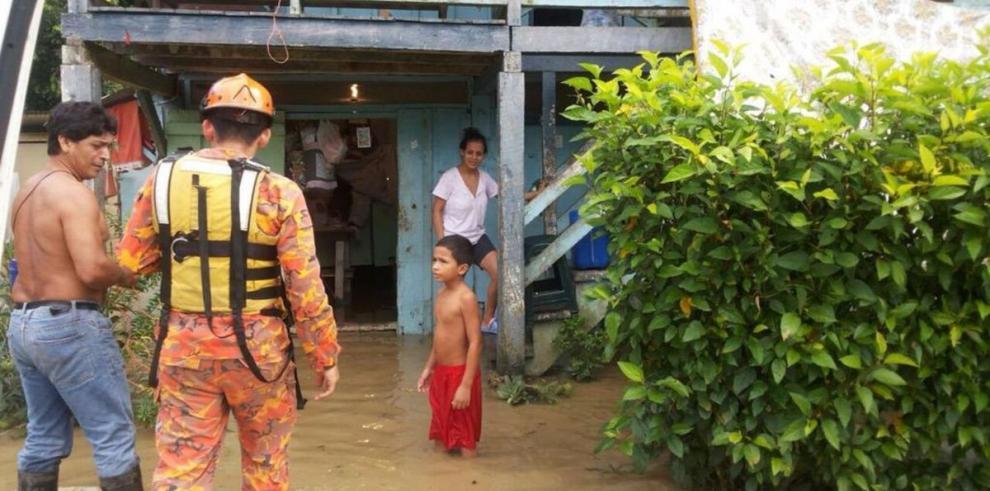 Lluvia afecta unas 50 viviendas en Barú
