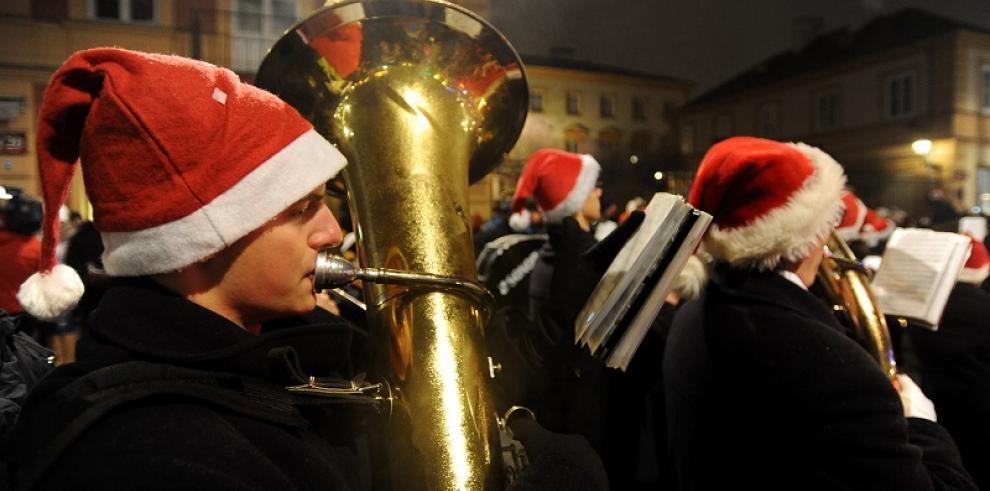 Polonia enciende sus luces navideñas