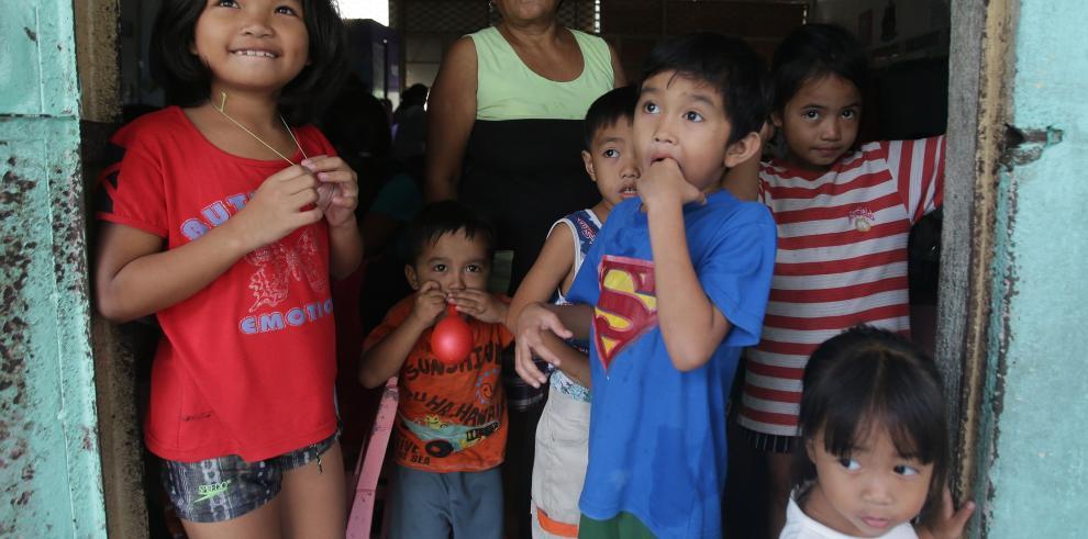 Tifón Hagupit mata a dos personas al iniciar devastador recorrido en Filipinas
