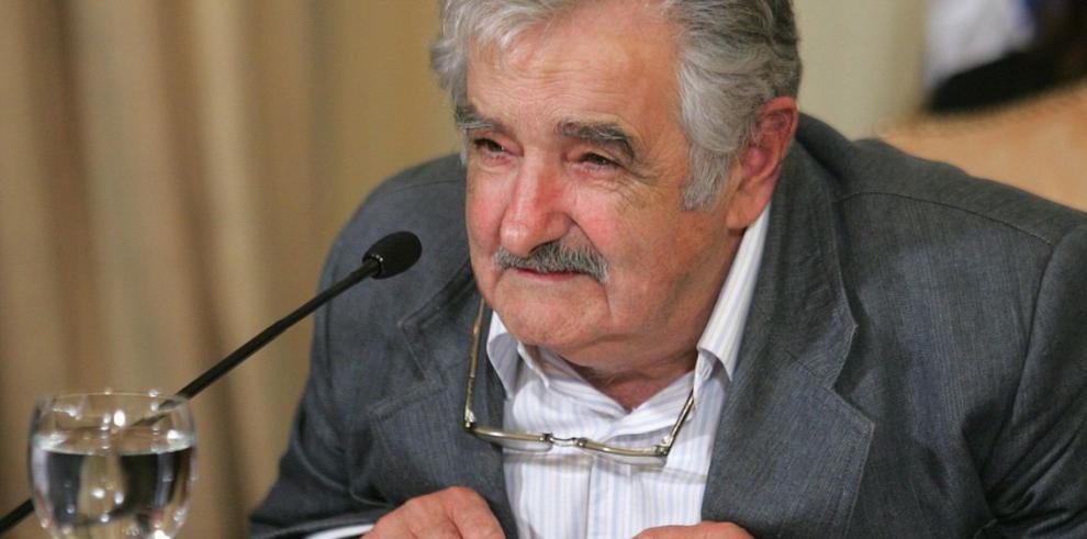 Mujica define la economía de su país