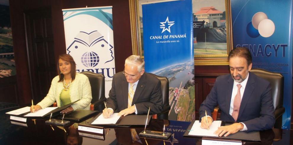 Senacyt, Ifarhu y la ACP firman convenio educativo