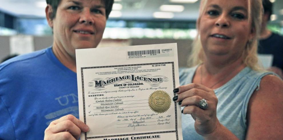 Corte de EEUU levanta prohibición a bodas gay en otros 5 estados