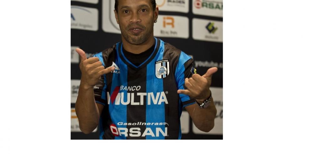 Ronaldinho, cansado del racismo y dice que no ha tenido tiempo de entrenarse