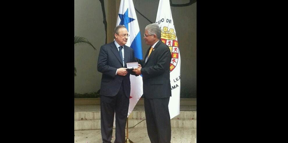 Presidente del Real Madrid recibe llaves de la Ciudad de Panamá