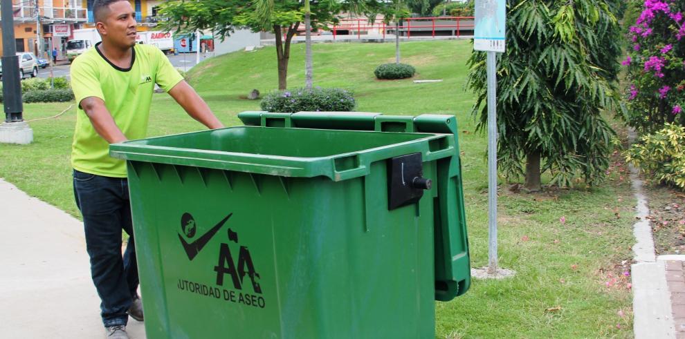 Habrán multas para los que sorprendan dañando tanques de basura