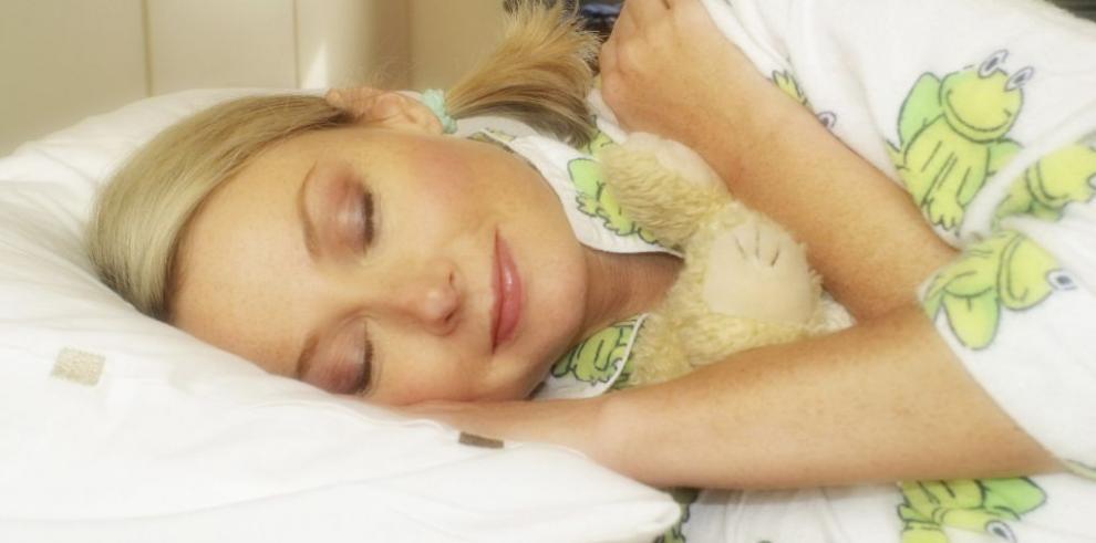 Para dormir bien es mejor leer un libro impreso y no en tableta