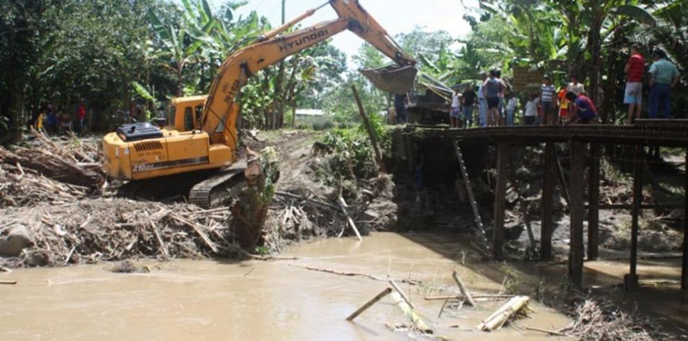 Reparan puente de Barú afectado por lluvias