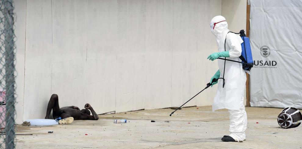 Camarógrafo de EE.UU. que trabajaba para NBC News, contrae ébola