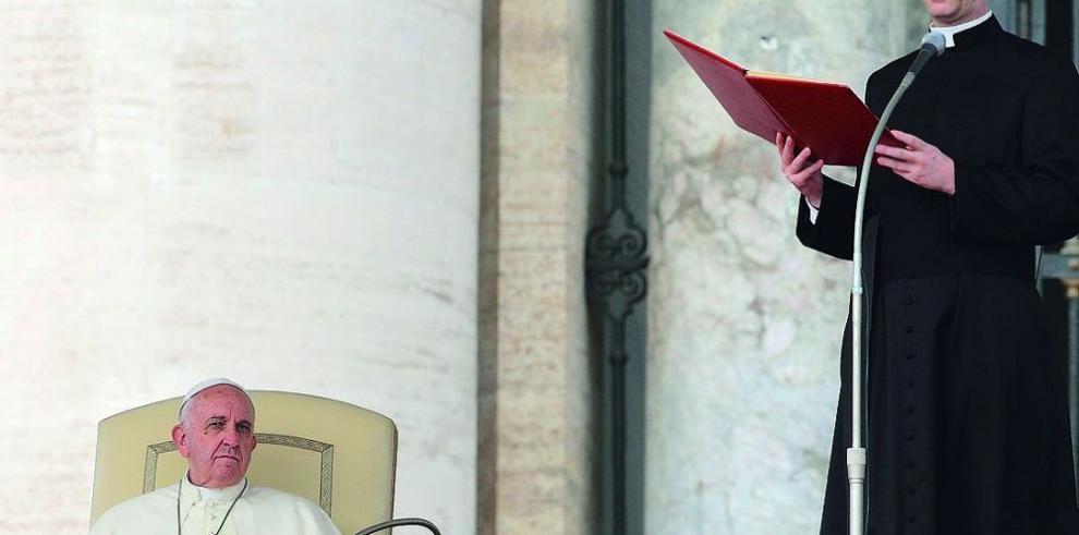 Piden al papa ser 'intransigente' con matrimonios