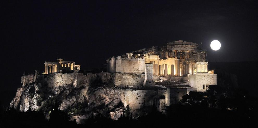 La Acrópolis de Atenas en peligro de derrumbarse