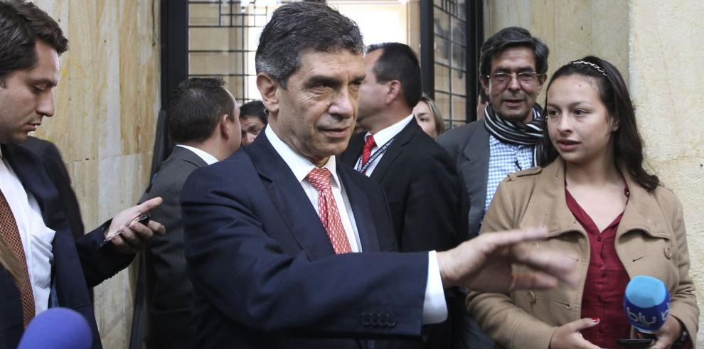 Santos busca frenar la crisis en Bogotá